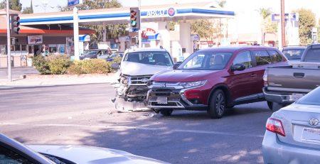 Orlando, FL – Car Crash with Injuries at Turkey Lake Rd and W Sand Lake Rd